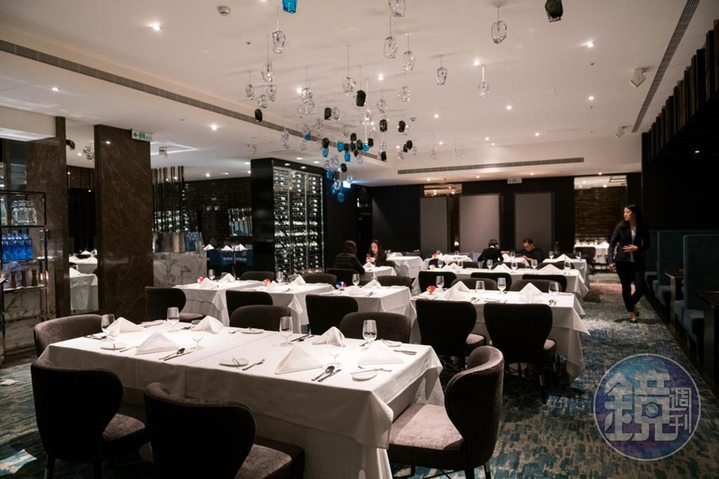 改造後的用餐空間更明亮,並以捷克手工水晶燈飾,增添藝術氣息。