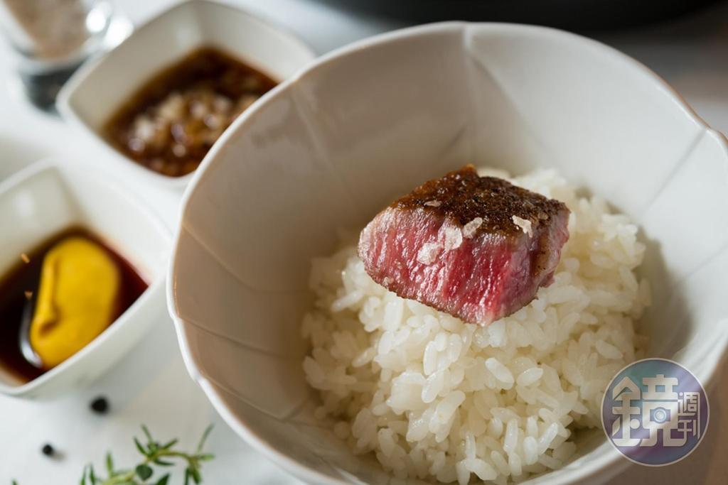 品嘗油花豐富的日本和牛牛排,店家會貼心附上越光米飯解油膩。