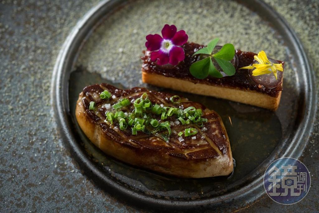「香煎鴨肝」是以加拿大鴨肝搭配焦糖布里歐麵包,連同無花果泥和檸檬果凍入口,油潤不膩。(800元/份)