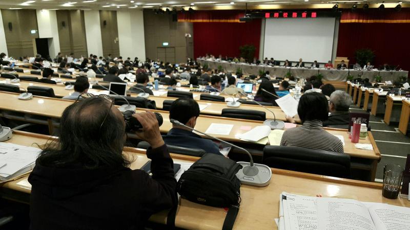 台大臨時校務會議討論管中閔案,結果5個相關討論案全部擱置,台大校務會議沒有結論。