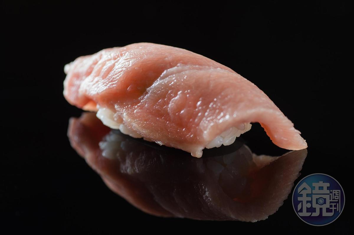 鮪魚大腹握壽司。