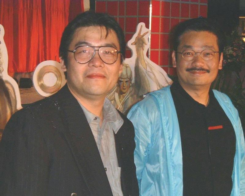 今天是鄭問(左)逝世週年,右為香港漫畫家黃玉郎。