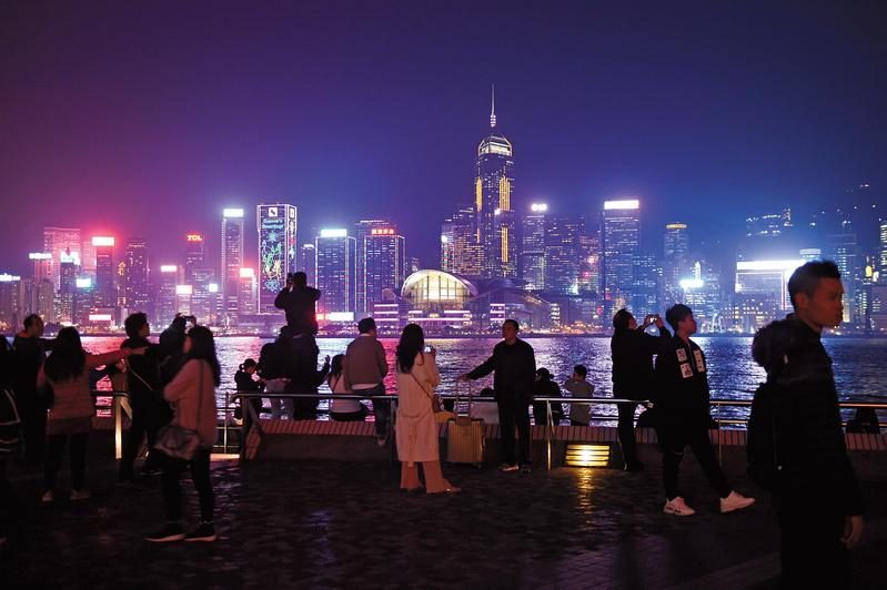 美國連續升息之後,已經對部分體質較弱的經濟體如香港,產生影響。(東方IC)