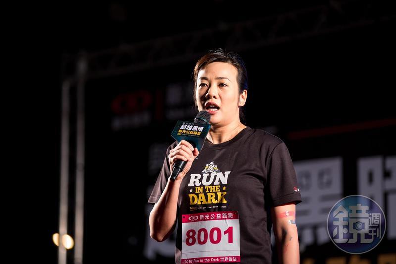 新光金「公主」吳欣盈今(11)日在臉書po文反擊,「如果我再不澄清,被潑到我身上的髒水即使乾了,恐怕也永遠臭了。」