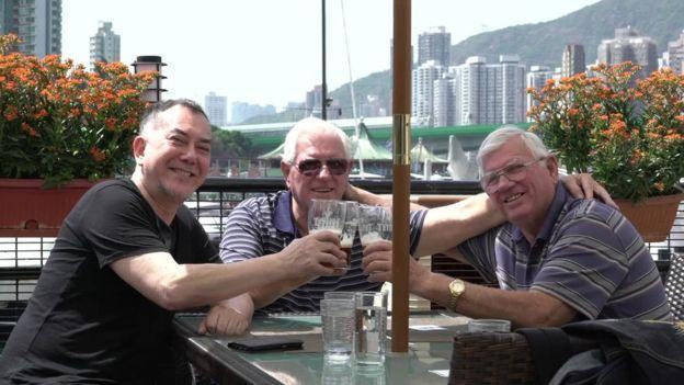 56歲影帝黃秋生尋親成功,找到同父異母的雙胞胎哥哥。(翻攝自BBC中文網)