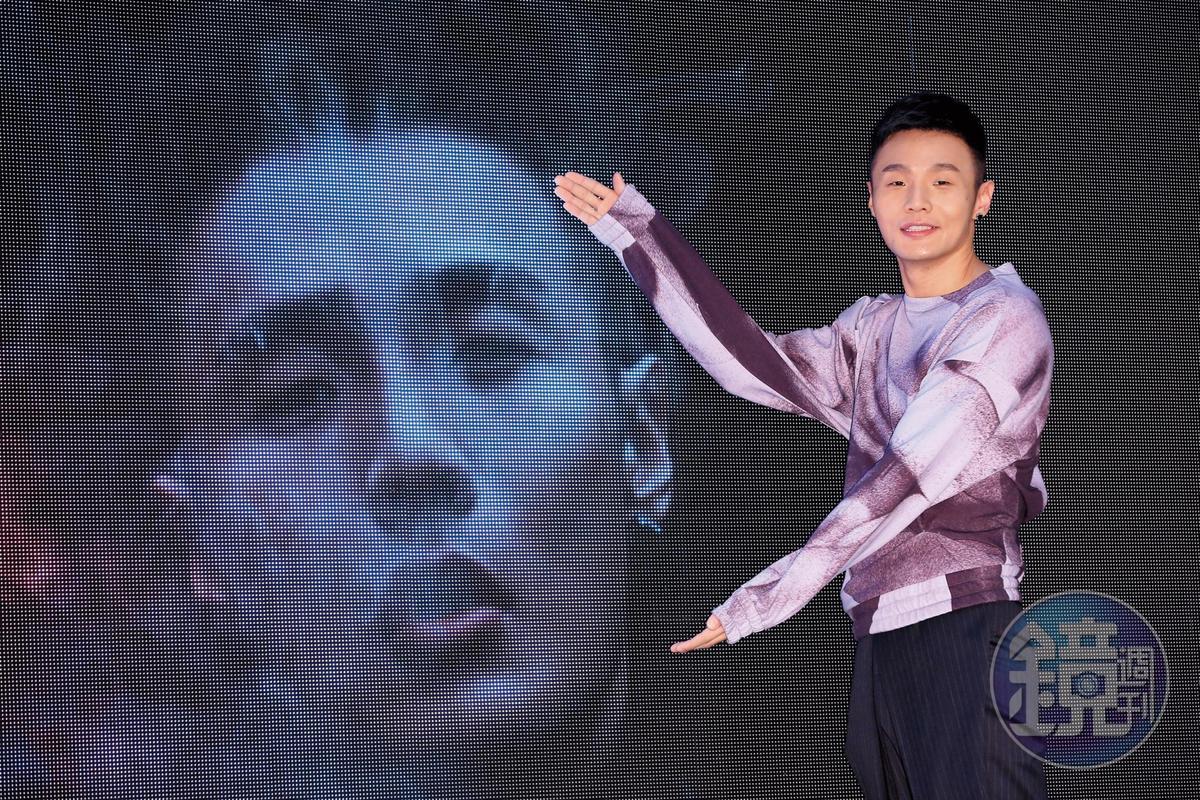 李榮浩跟楊丞琳戀情剛開始風風雨雨,因為男的被疑劈腿,女的被疑是「小三」。