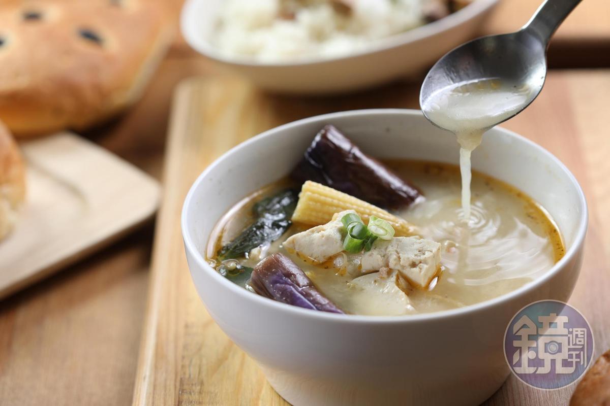 以麻婆豆腐做發想的「花椒豆瓣碎豬肉燉湯」,雖不麻不辣,但滋味濃香,配飯剛好。(140元/碗)