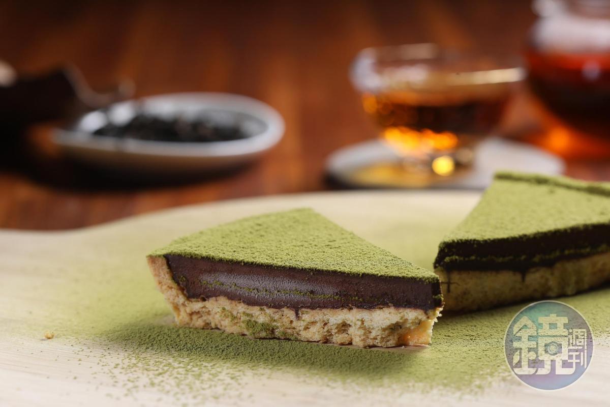 「綠茶巧克力派」撒上自家的綠茶粉,增添茶香。(70元/個)