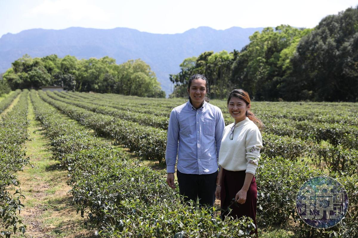 「好茶咖啡工作室」主人彭瑋翔與女友,歡迎大家假日來聊茶、喝咖啡。