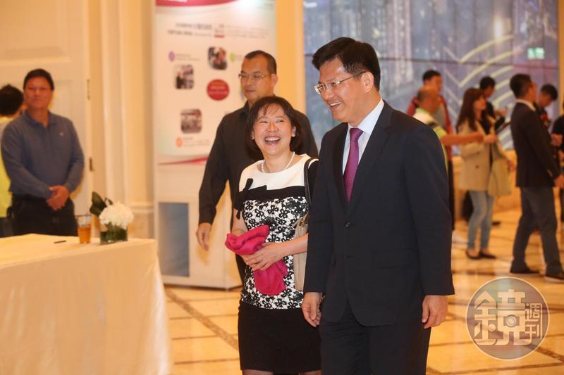台中市長林佳龍妻子去年在台中市西區購買土地、建物各1筆。