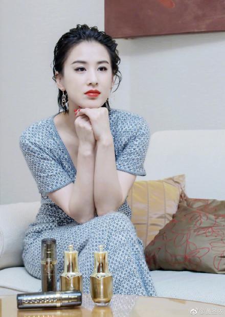 35歲大陸女星黃聖依帶大兒子楊安迪上真人秀《媽媽是超人》第3季。(黃聖依微博)
