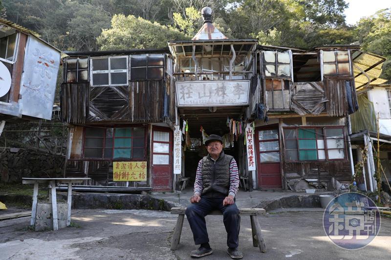 93歲的朱萬鶴,在山上獨居並蓋了「李棟山莊」。