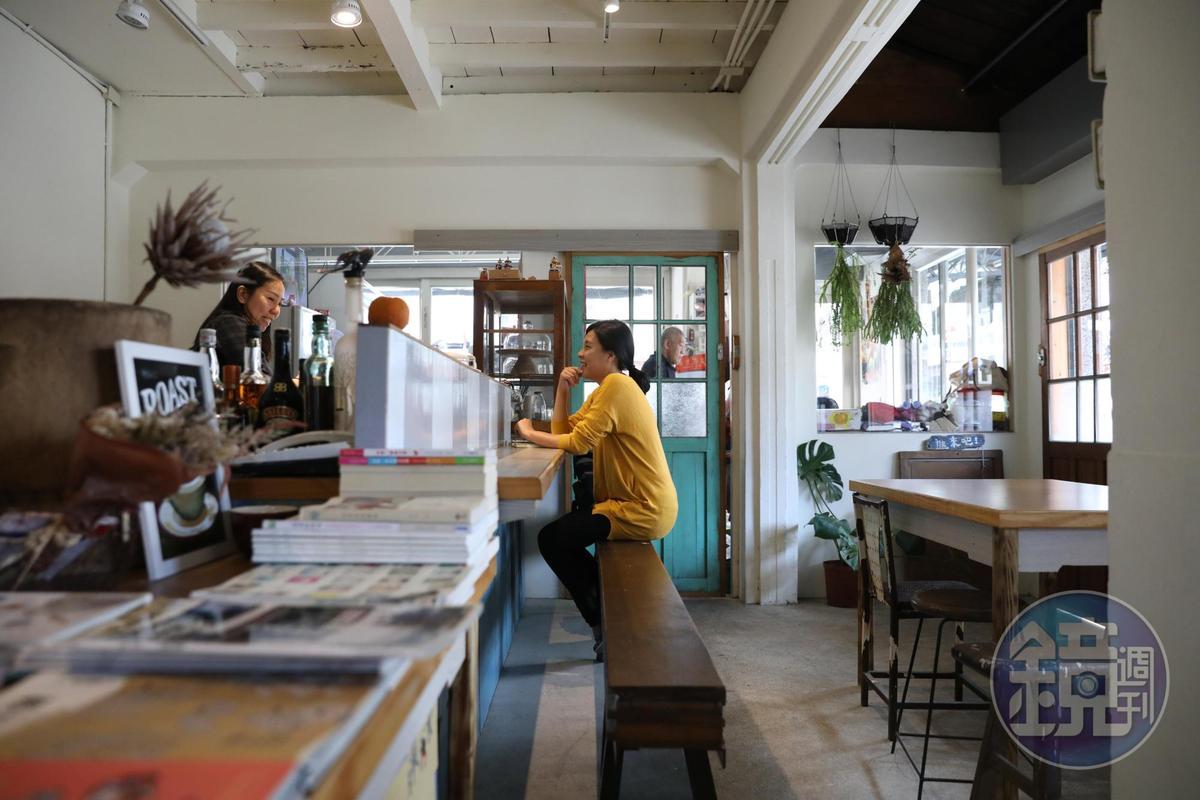 「進來吧」是將自己家80多年的老屋,改裝成溫馨的咖啡館。