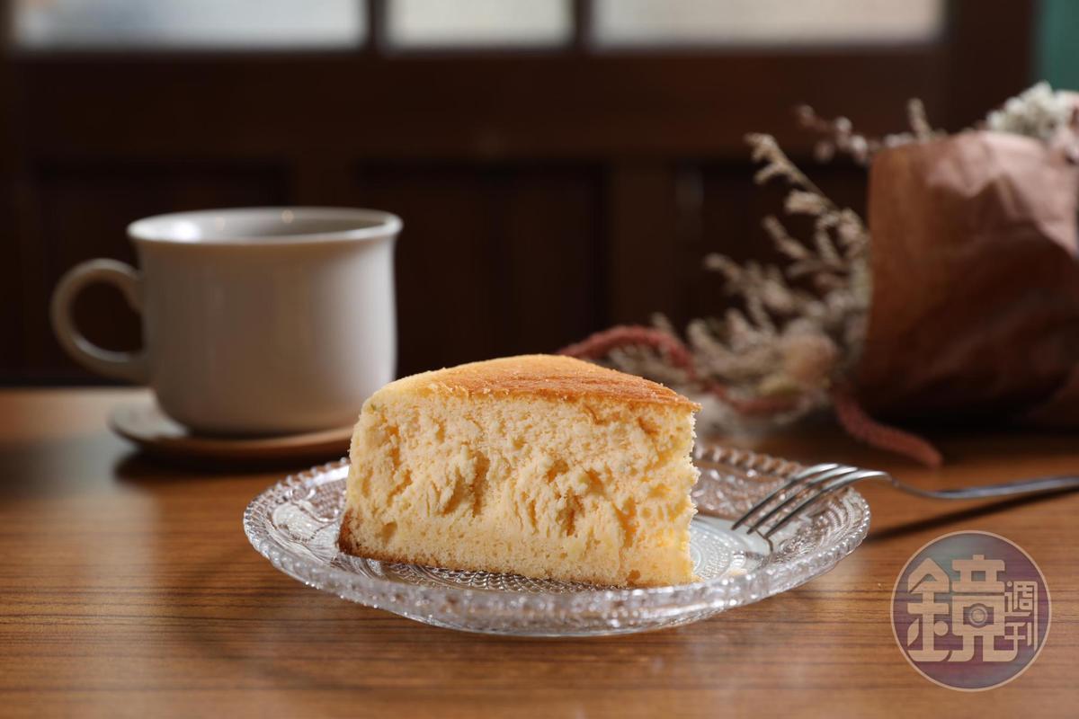 「進來吧」的「檸檬輕乳酪蛋糕」,鬆軟清香。(95元/個)