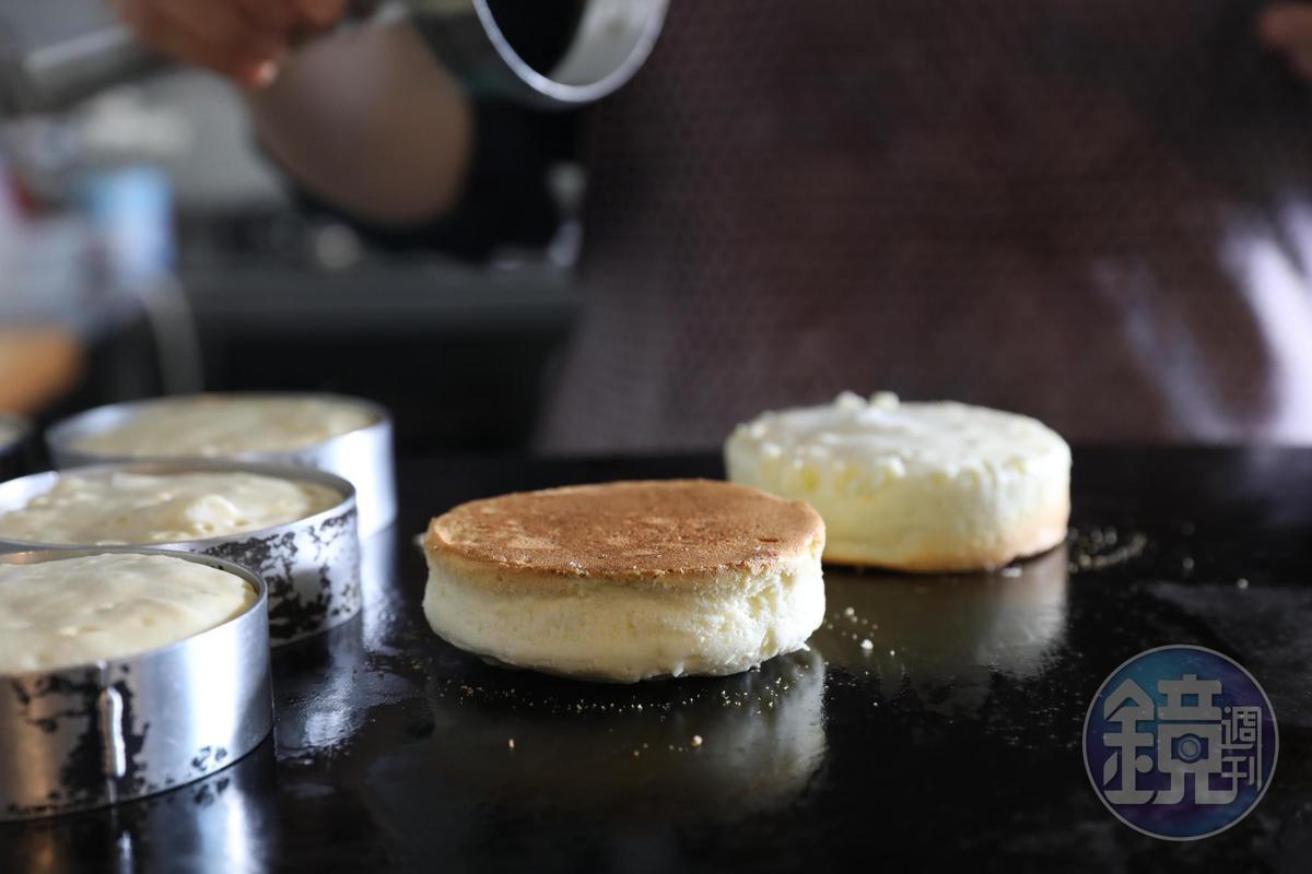 「胡仕托」採用壽豐無毒土雞蛋與鮮乳坊的小農鮮乳,做出鬆軟奶香的厚鬆餅。