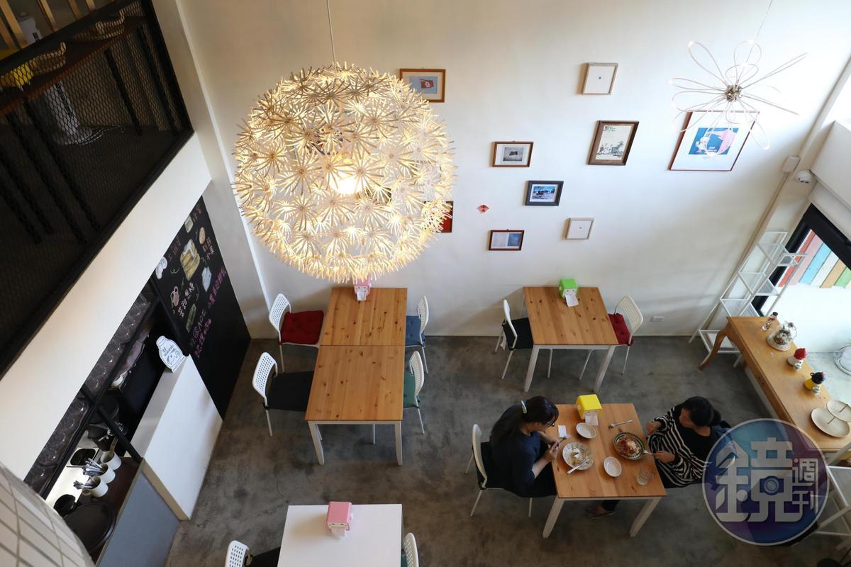 「胡仕托」挑高空間、明亮舒適。