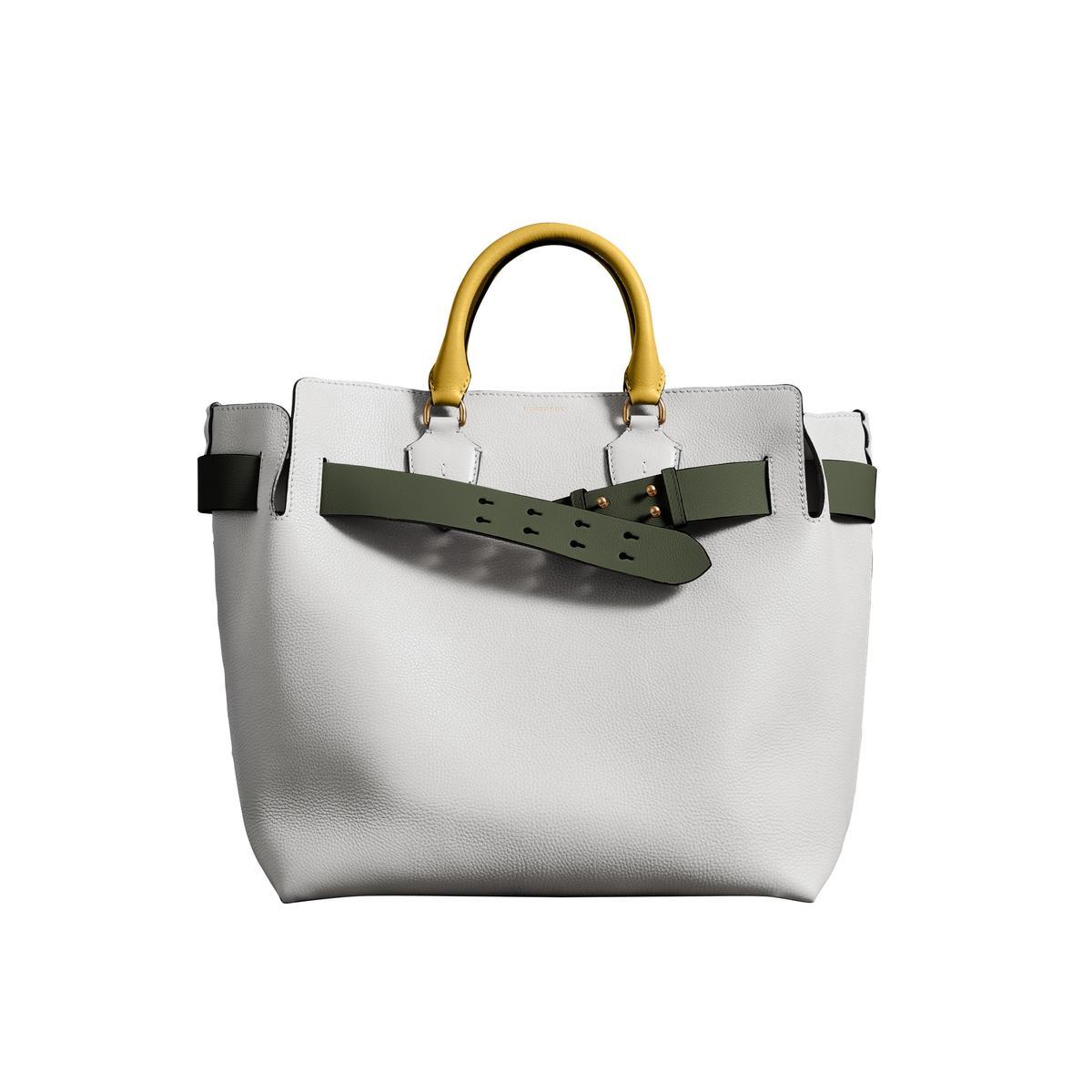The Belt 大型白色皮革包。NT$92,000(品牌提供)