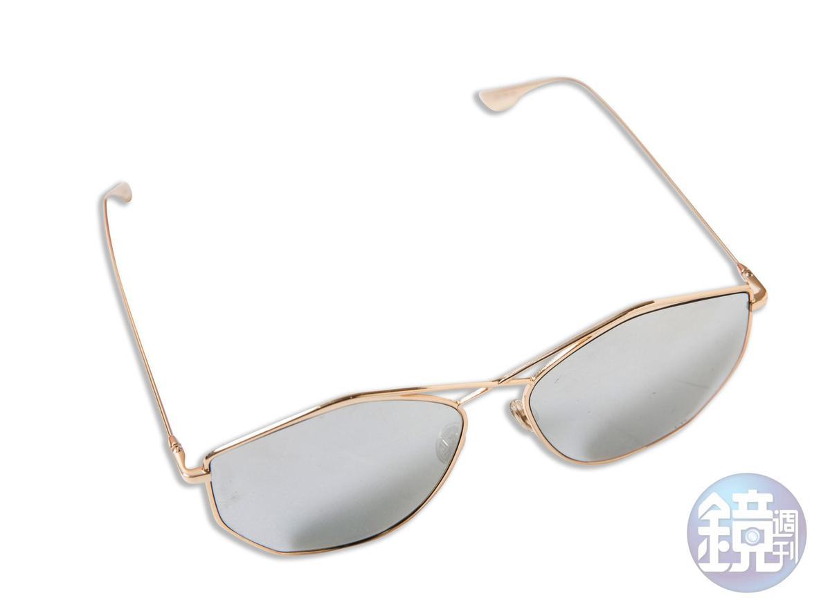 Dior墨鏡,約NT$14,000。