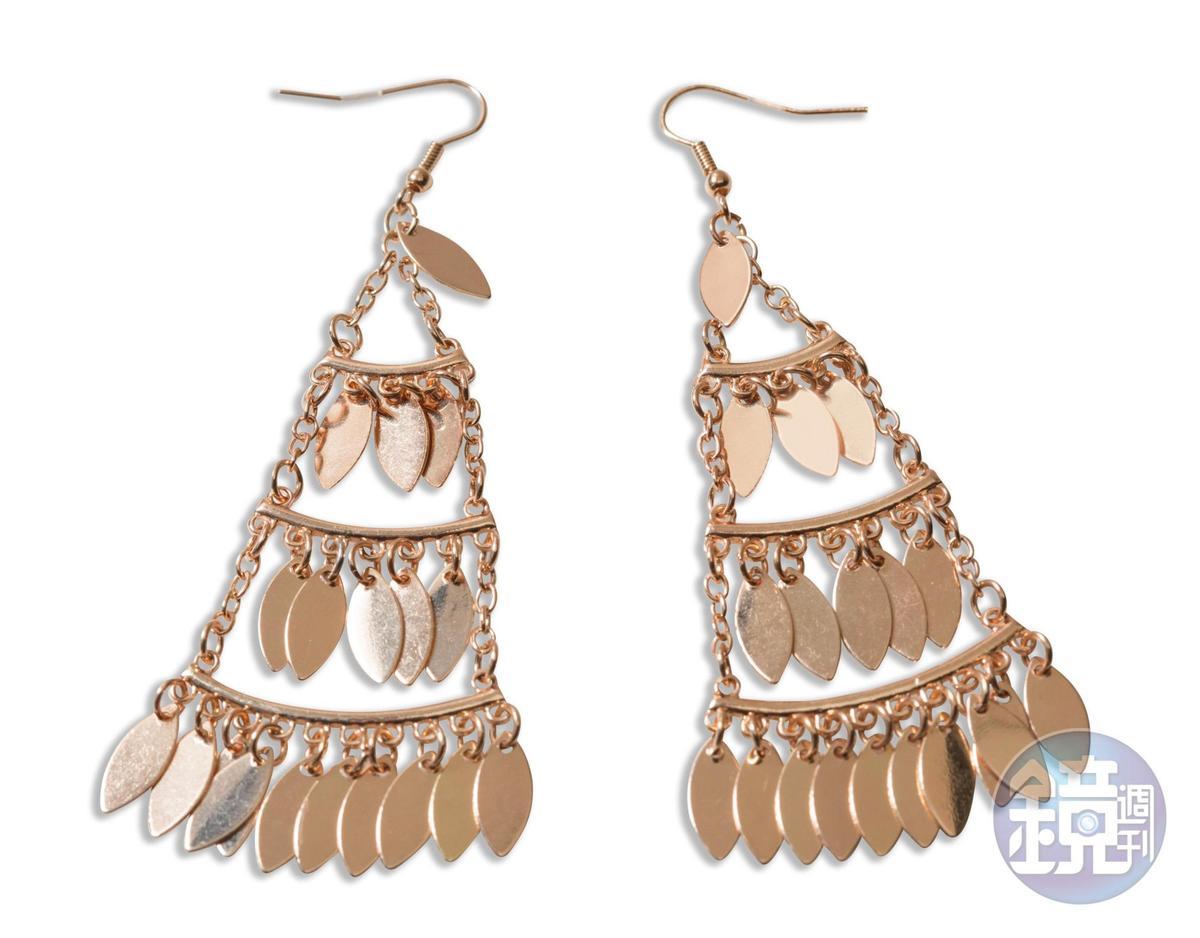 東區小店買的流蘇狀耳環,約NT$200。