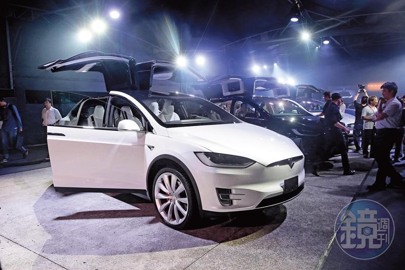 特斯拉是電動車未來概念炒作的極致之作,執行長馬斯克在去年7月宣布量產Model 3,還未上市,在網路眾籌就收到將近50萬輛訂單。