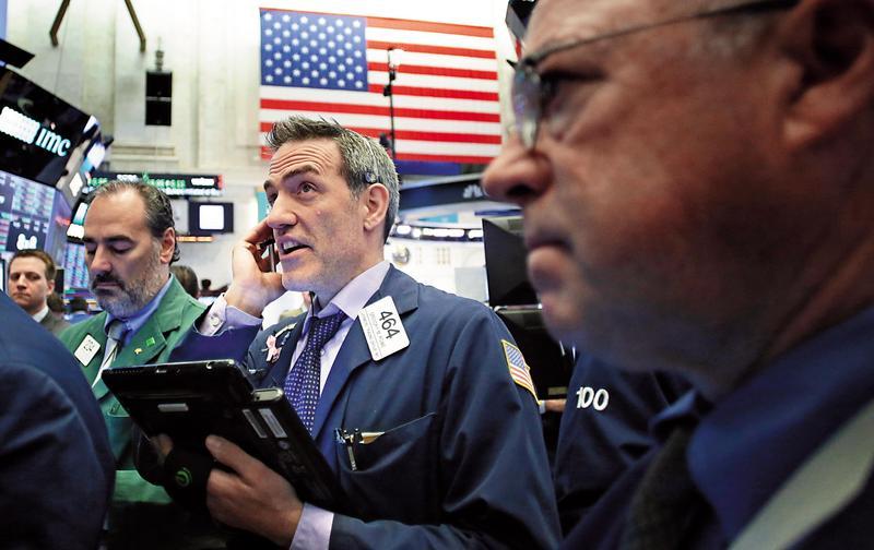 近十年美股一枝獨秀,但其他市場表現不如股債投資組合。(東方IC)