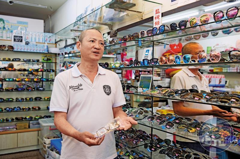 全台唯一被起訴的是在墾丁開業的李老闆,他遭商標蟑螂集團陷害賣仿品鏡框,身陷官司。
