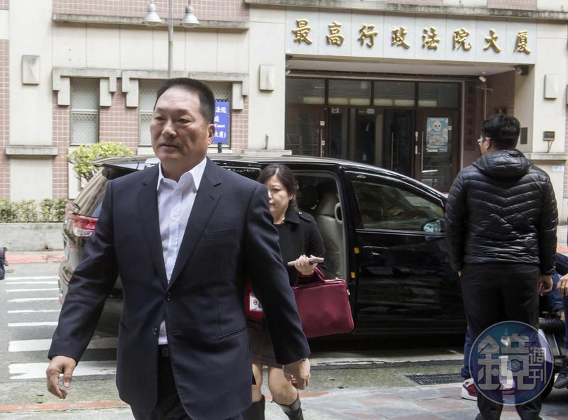 談到因自身司法案件而被限制出境,王令麟深感無奈。