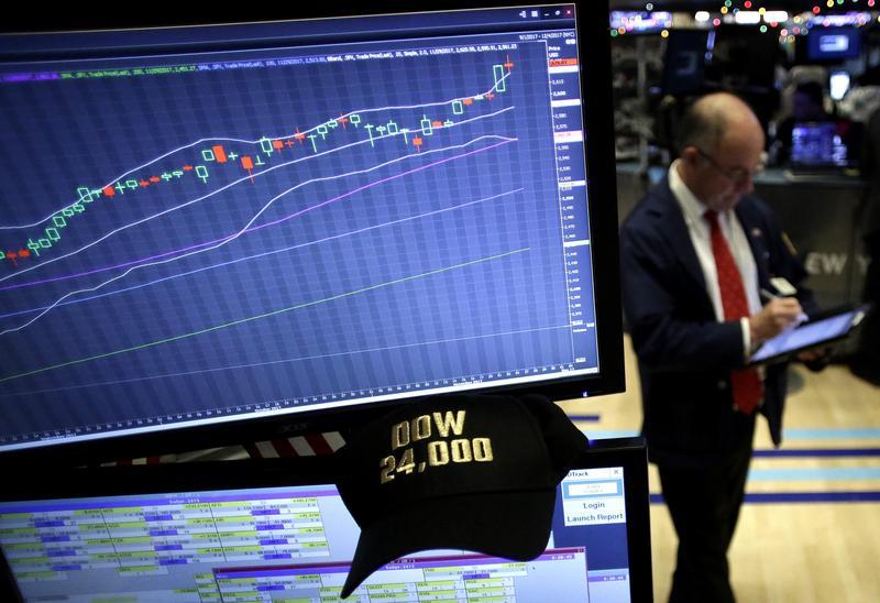 伴隨全球金融市場表現亮眼,類全委保單的買氣從去年下半年翻紅。(東方IC)