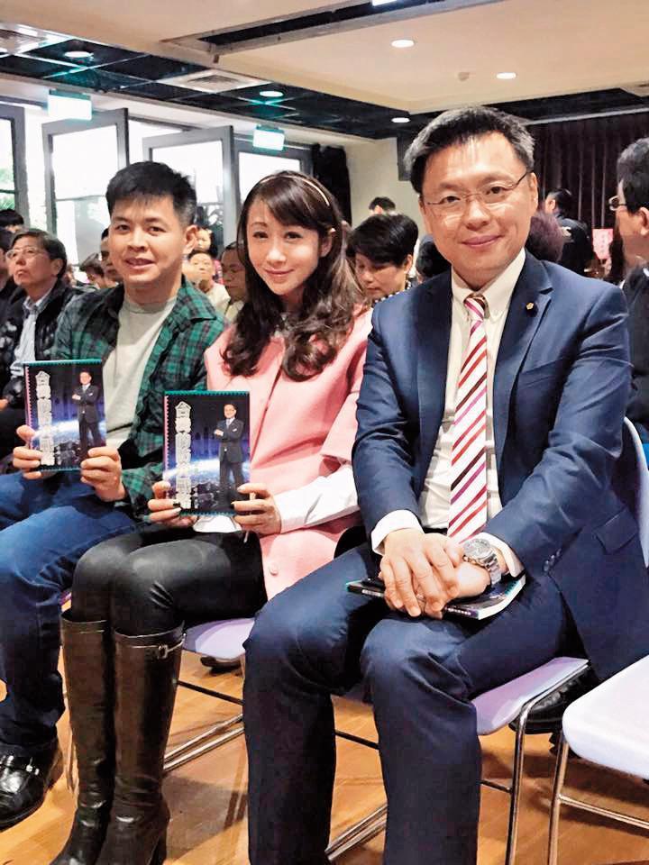 許淑華(右二)連任3屆台北市議員,在民進黨中實力不弱。(翻攝自許淑華臉書)