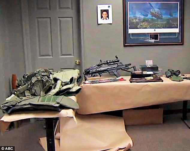 孫安佐家中的多種武器,看來頗為驚人。(翻攝自ABC)
