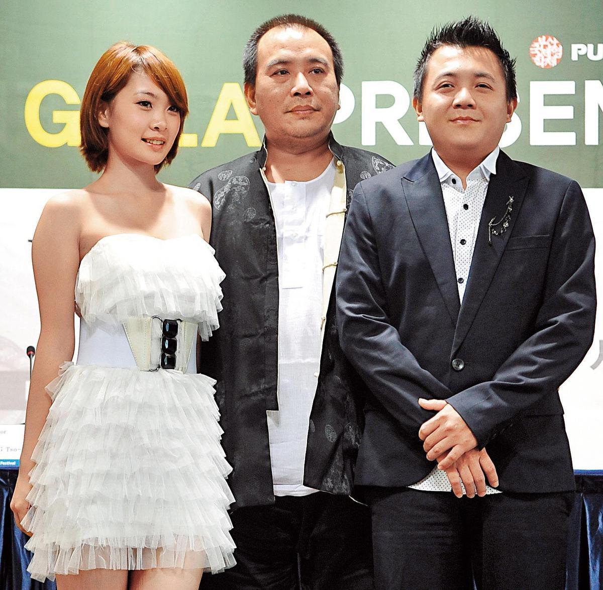 2010年,導演張作驥(中)與高盟傑(右)再度合作電影《當愛來的時候》。(東方IC)
