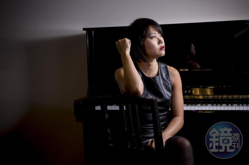 與嬌小身型相反,王羽佳不論說話或肢體動作皆率性而大器,一如她的音樂。