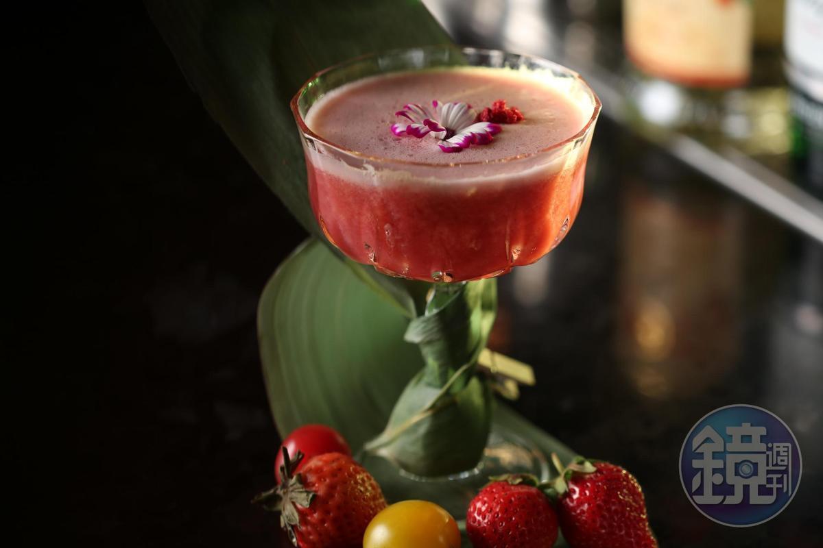 以琴酒做基底的「Garden Variety」,加進小番茄、草莓、覆盆子果泥,滋味有甜有酸、清新順口。(420元/杯)