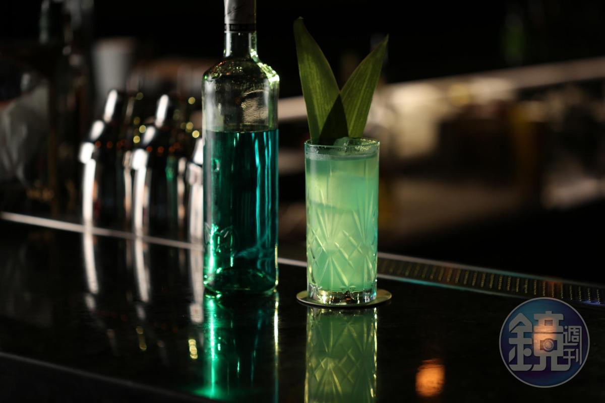 「Skinny Coconut」是在自製Vodka中加入薄荷酒、可可甜酒和鳳梨果泥,清爽香甜,充滿熱帶氣息。(380元/杯)