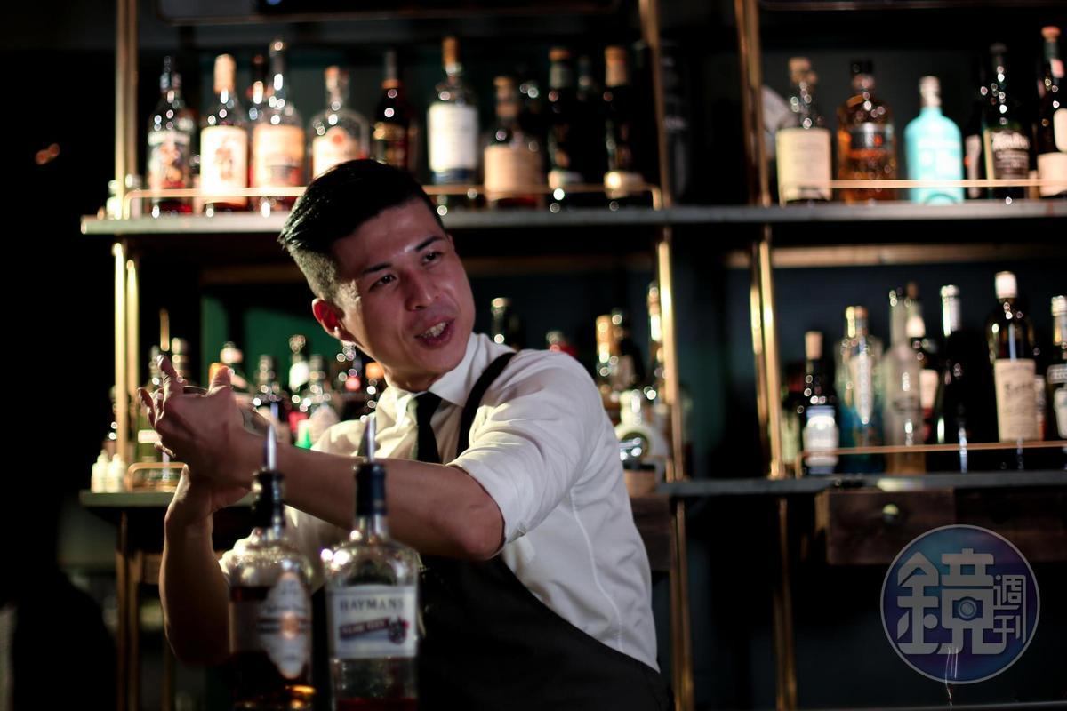 調酒師謝禮仲擅長在經典酒譜中做創新,為客人帶來入喉時的驚喜。