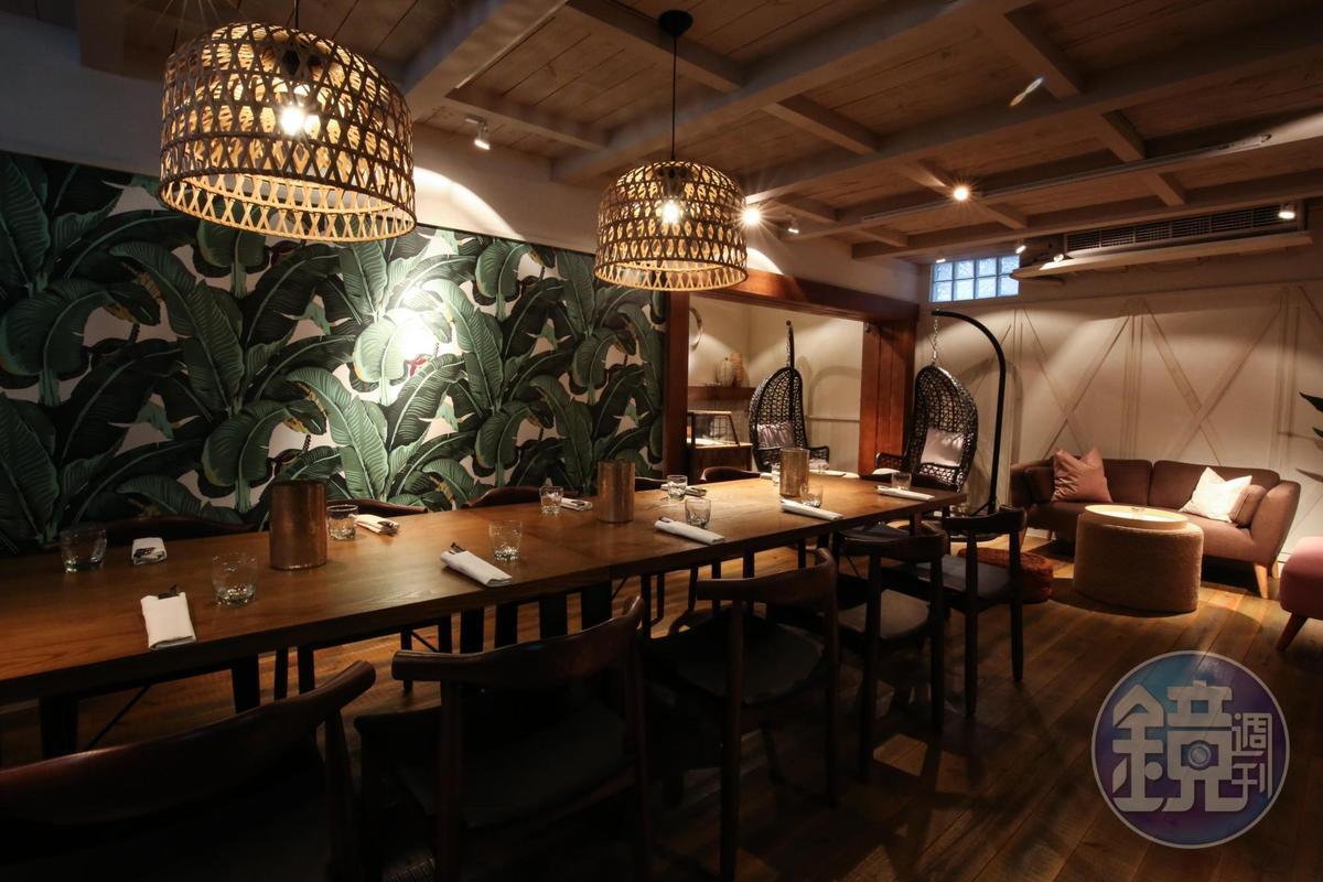 餐廳有提供大型私人包廂,裝潢擺設有濃濃南洋風情。