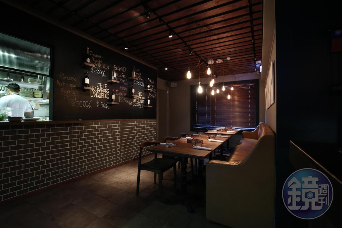 半開放式廚房,能窺見師傅料理過程。