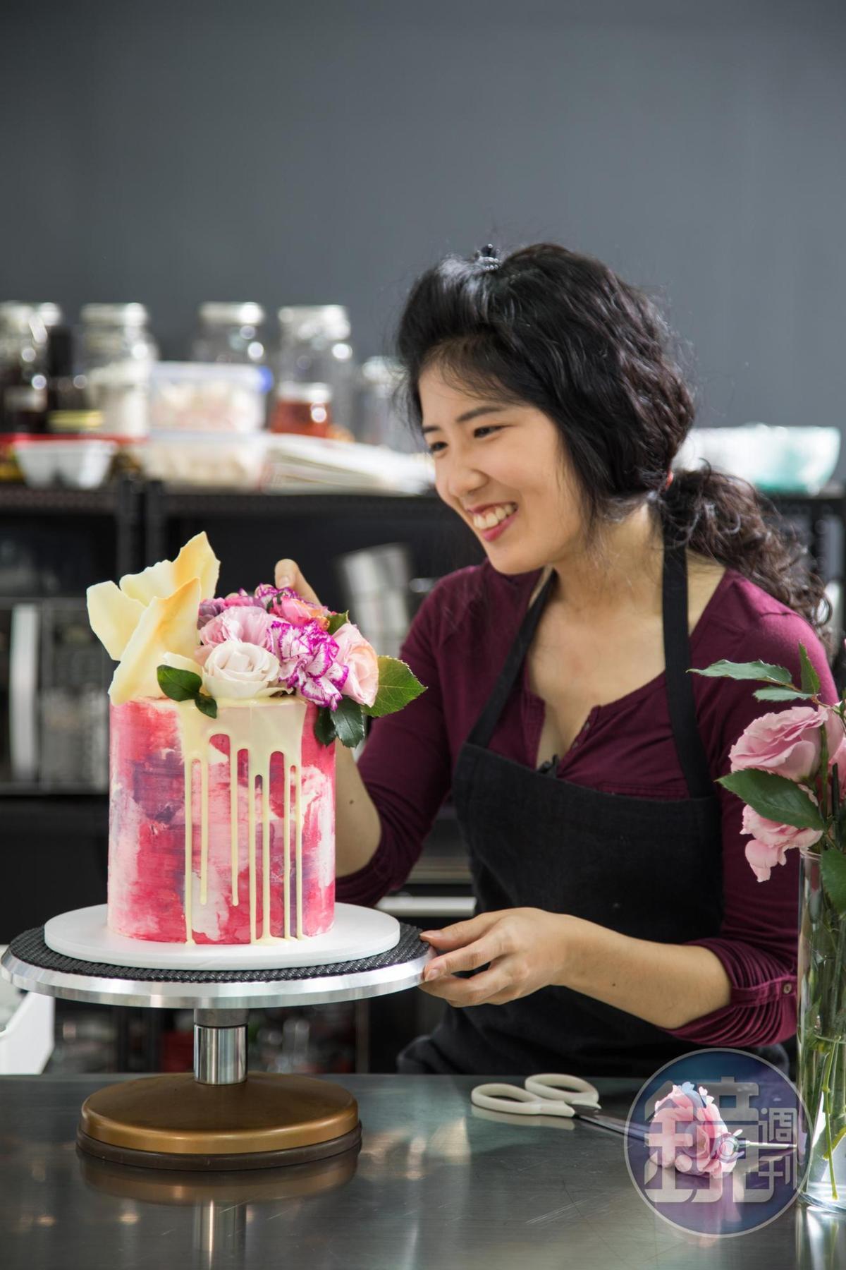 「味蕾尖兒」成立3年多,創辦人艾霖極有藝術天份,創作出抹面效果豐富的客製化蛋糕。