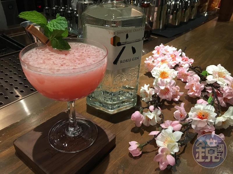 以日本頂級琴酒「六ROKU」作為調酒的基酒,口感清爽帶果香。