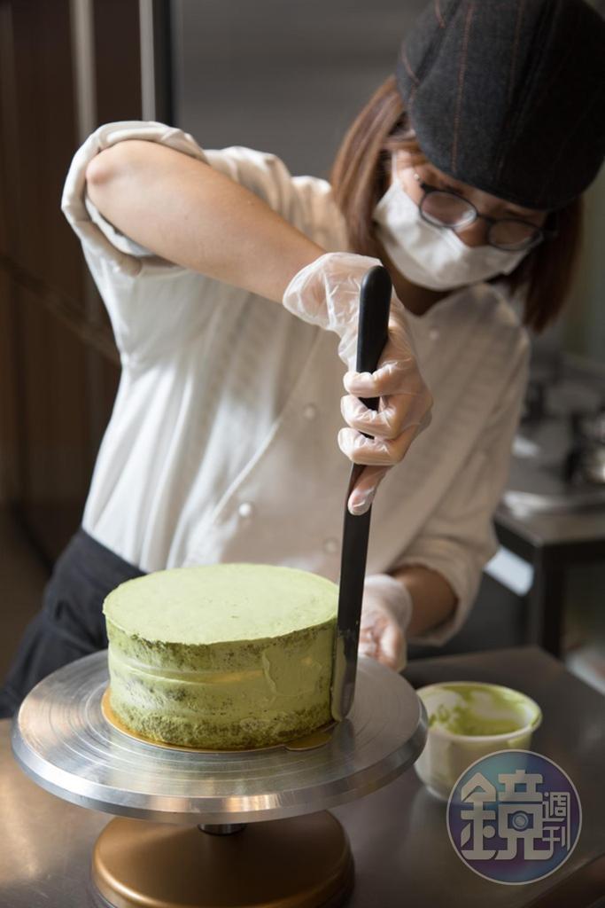 裸蛋糕的最大特色,是外層抹面減量,從側面能看出蛋糕質地及夾餡顏色。