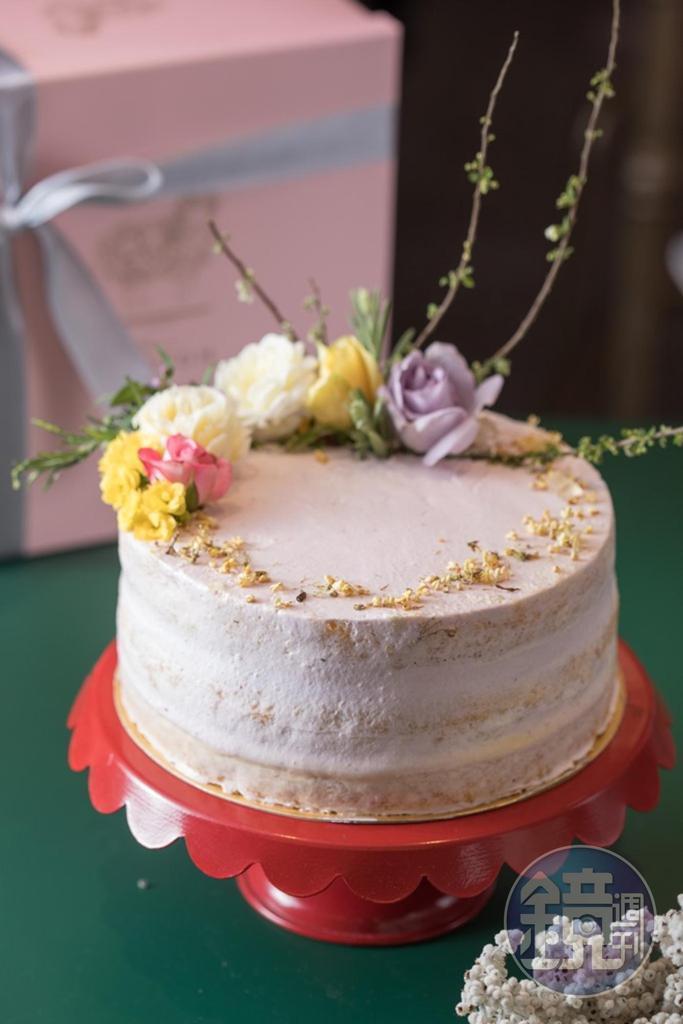 母親節限定的「香桂花裸蛋糕」原味海綿蛋糕,夾了桂花奶餡和桂花奶凍二種內餡。(1,520元/7吋)