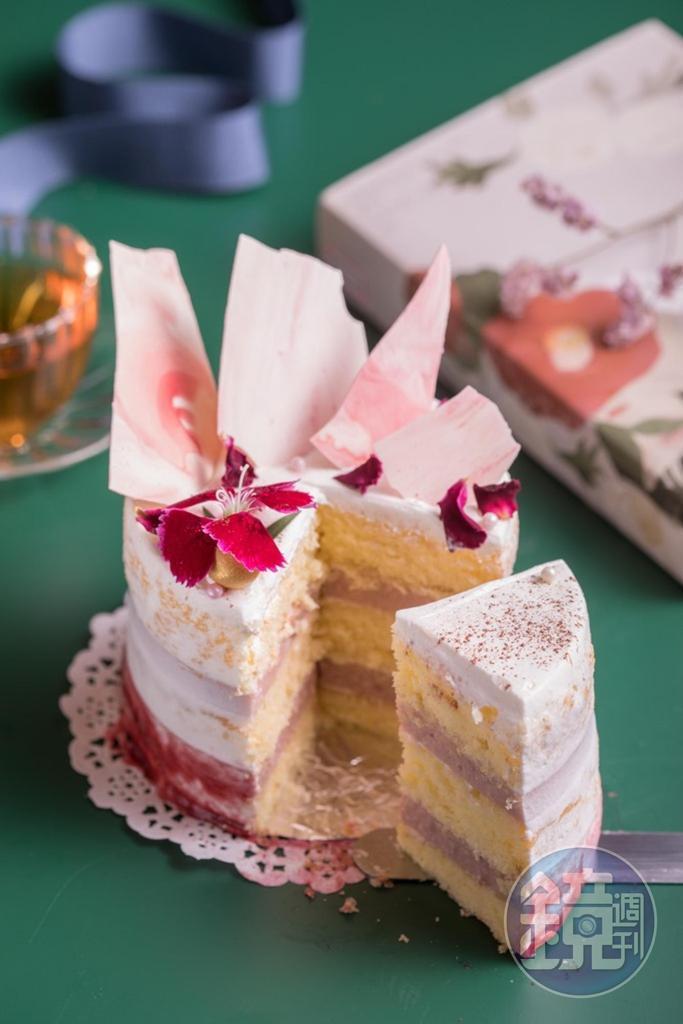 「甜玫瑰蜜桃」玫瑰醬、白蜜桃果泥皆是自家熬煮,花果風味平衡,鮮奶油柔和輕盈。(520元/4吋)