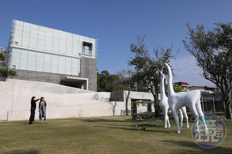 「毓繡美術館」隱身九九峰下,村落裡的世界級美術館,讓人刮目相看。