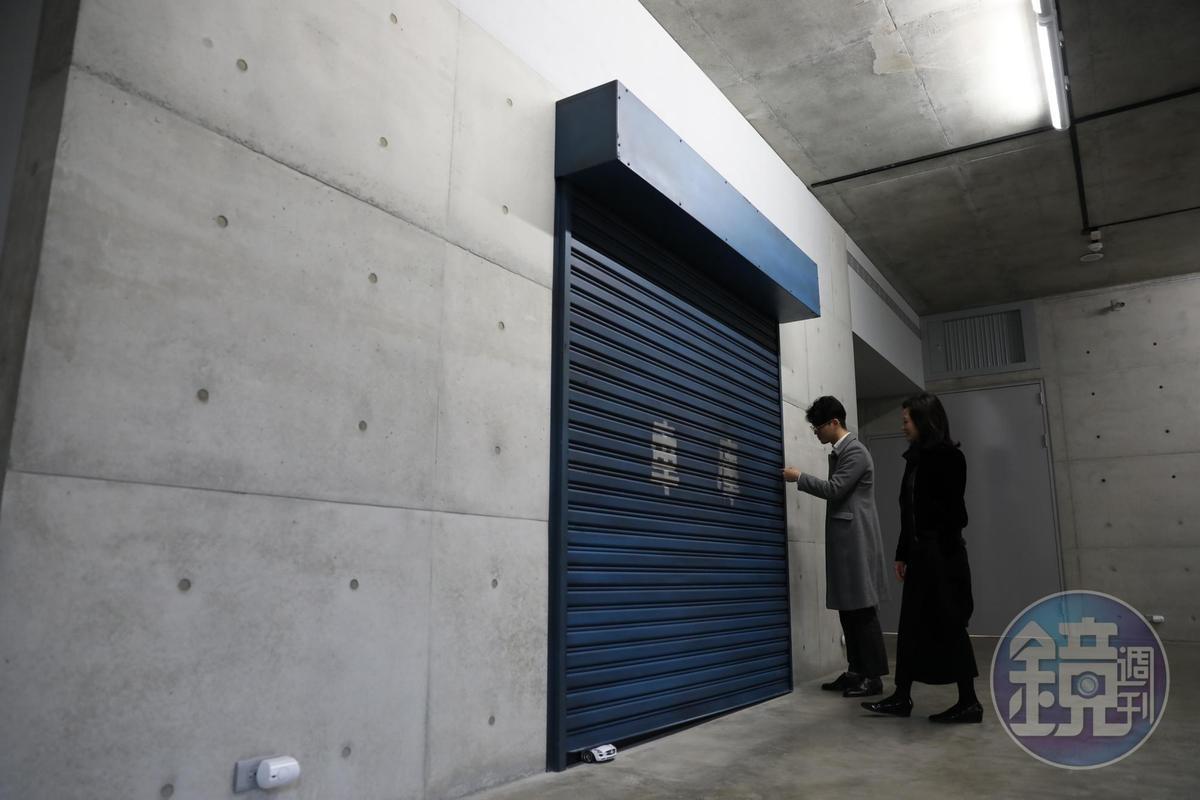 別懷疑,這個鐵門車庫也是藝術語彙。