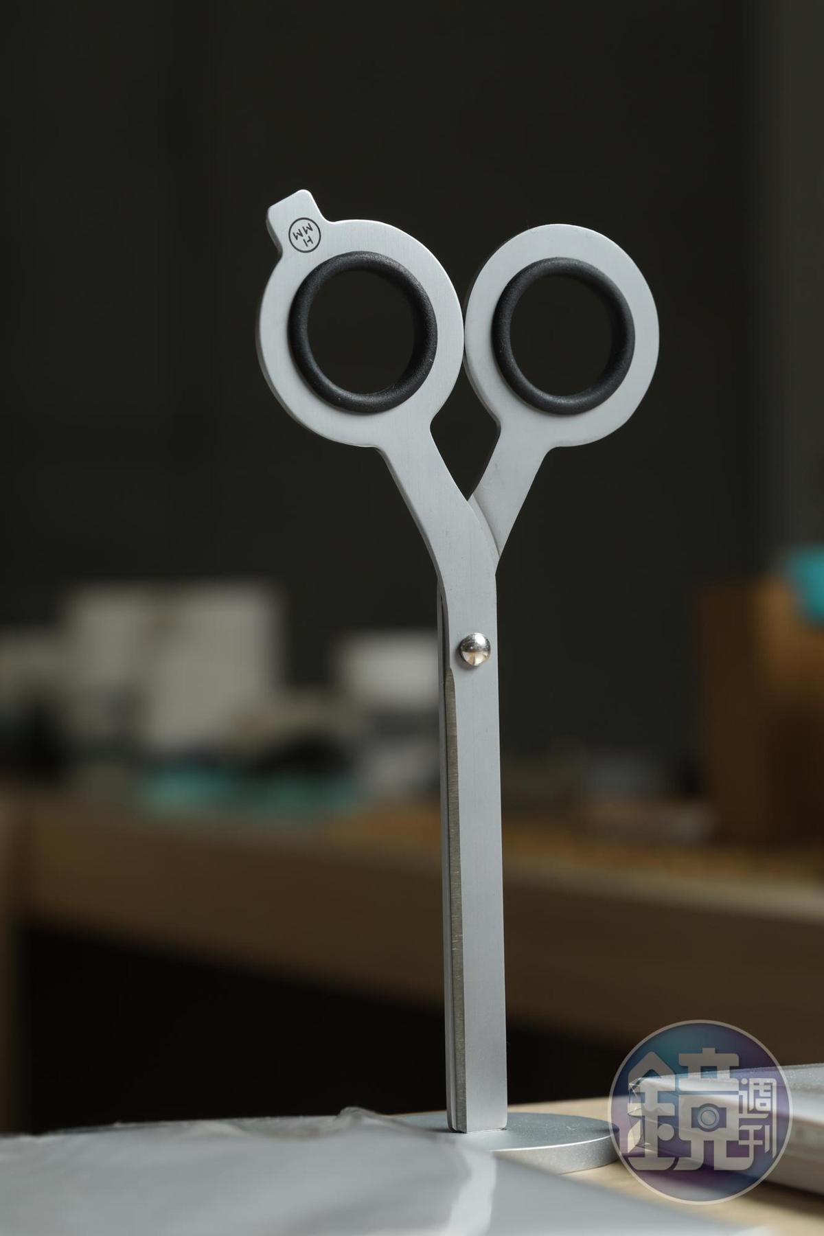 HMM Scissors的磁石剪刀可站立如藝術品。(1,300元/個)