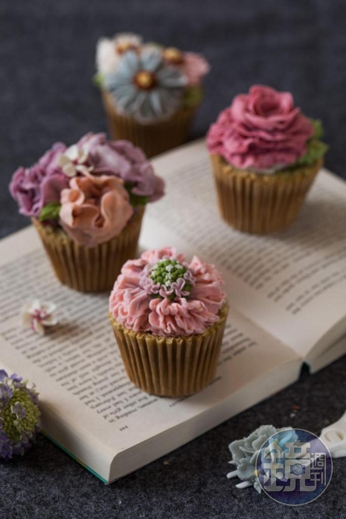 小小一顆「杯子蛋糕」所裝飾的韓式裱花花型都不同。(1,600元/4個)