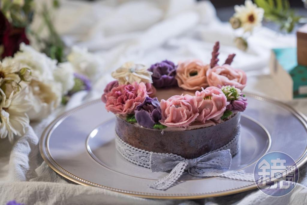 夢幻的「花環蛋糕」,讓人捨不得下刀破壞。(4,500元/6吋)