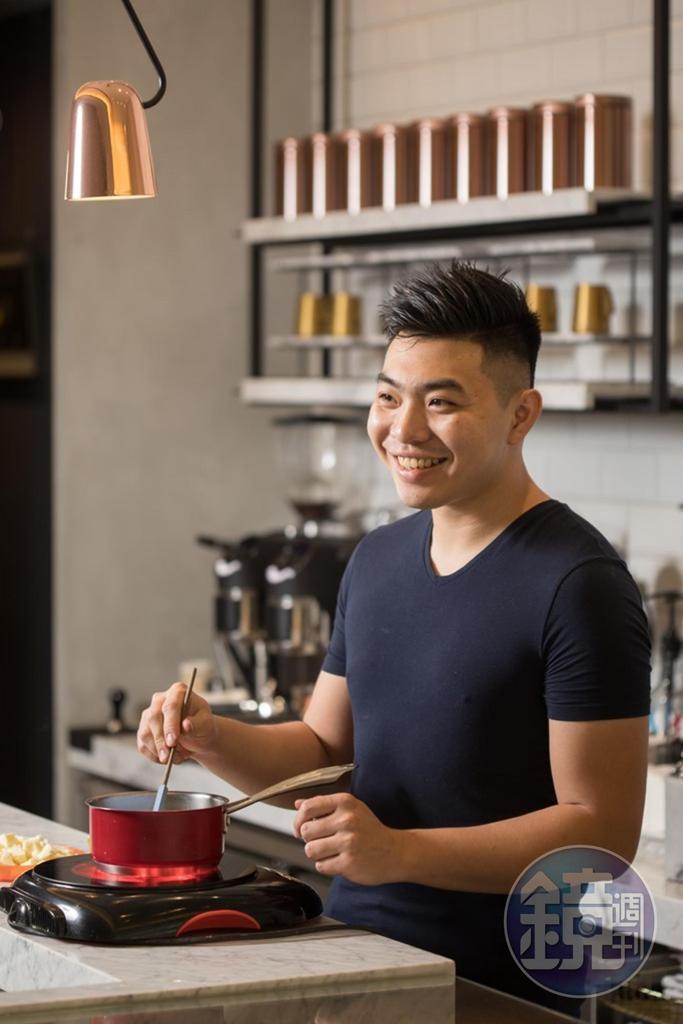 店主羅暐翔對於甜點創作、廚房管理相當有原則,只有員工可以進入廚房,外人、朋友,甚至媒體採訪,都不能放行。