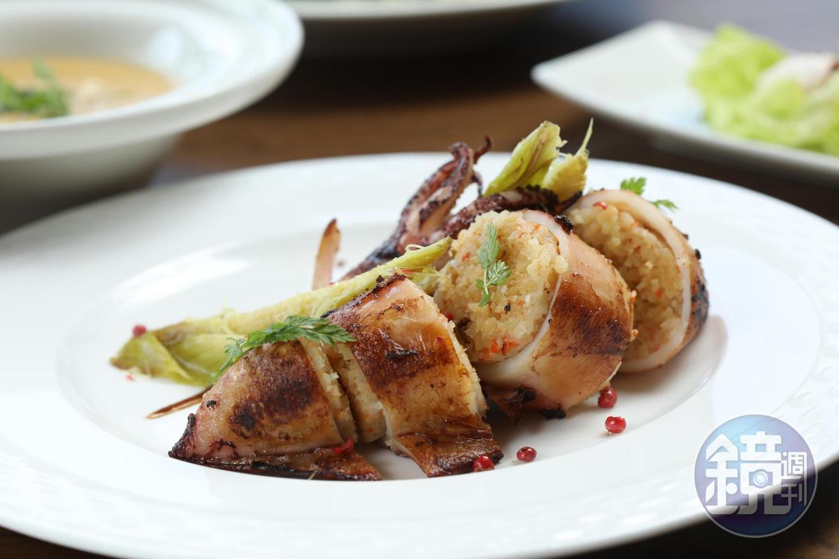 「船釣中卷鑲飯」概念來自西班牙烤飯,米飯盈滿香料氣息。(580元/套餐,含麵包、沙拉、湯品、飲料)