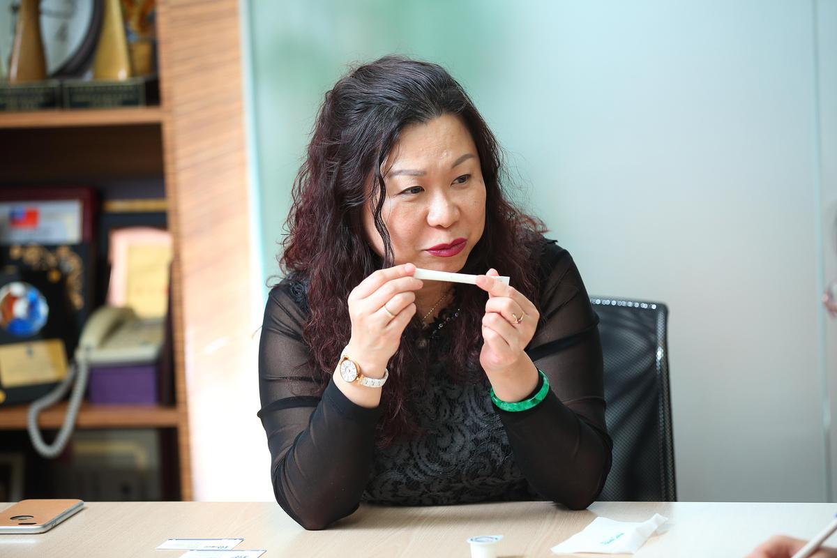 為追求質感,方淑宜連咖啡糖包都開模,打印DANTE招牌LOGO。